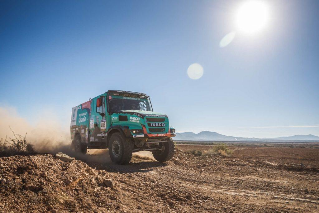 Team De Rooy met Ton van Genugten in Morocco Desert Challenge