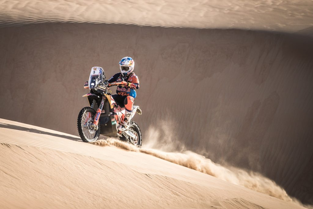 Sunderland grijpt macht bij motoren Abu Dhabi Desert Challenge