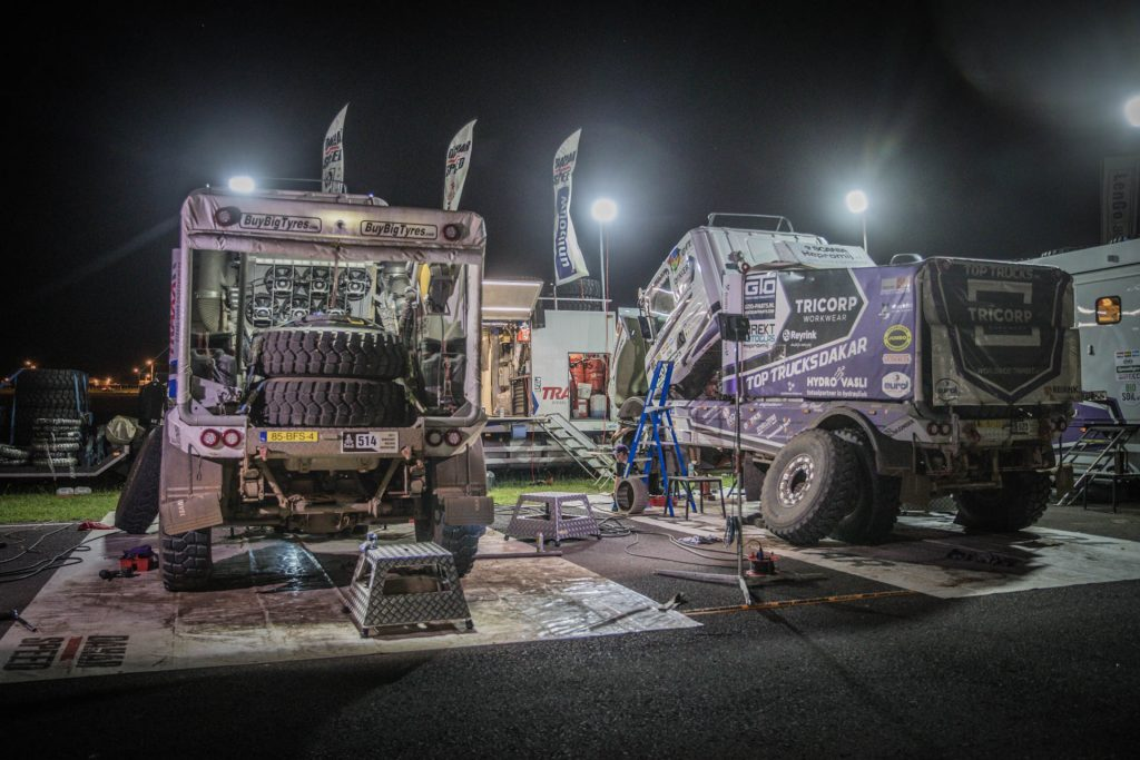 DakarSpeed en TopTrucks druk bezig om start te halen