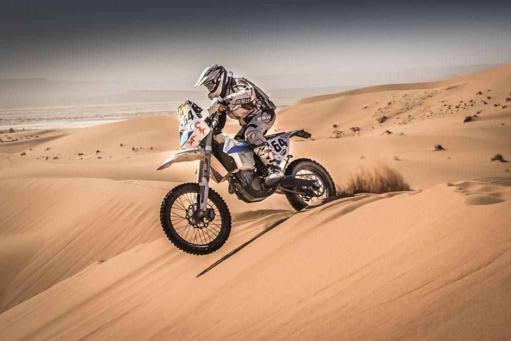 Robin wint vierde etappe Tuareg Rallye, Broomans naar tweede plaats bij auto's