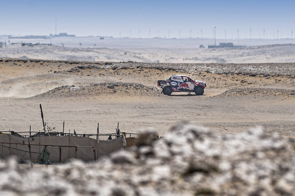 Al-Attiyah heeft een comfortabele leiding na openingsetappe in Qatar Cross-Country Rally