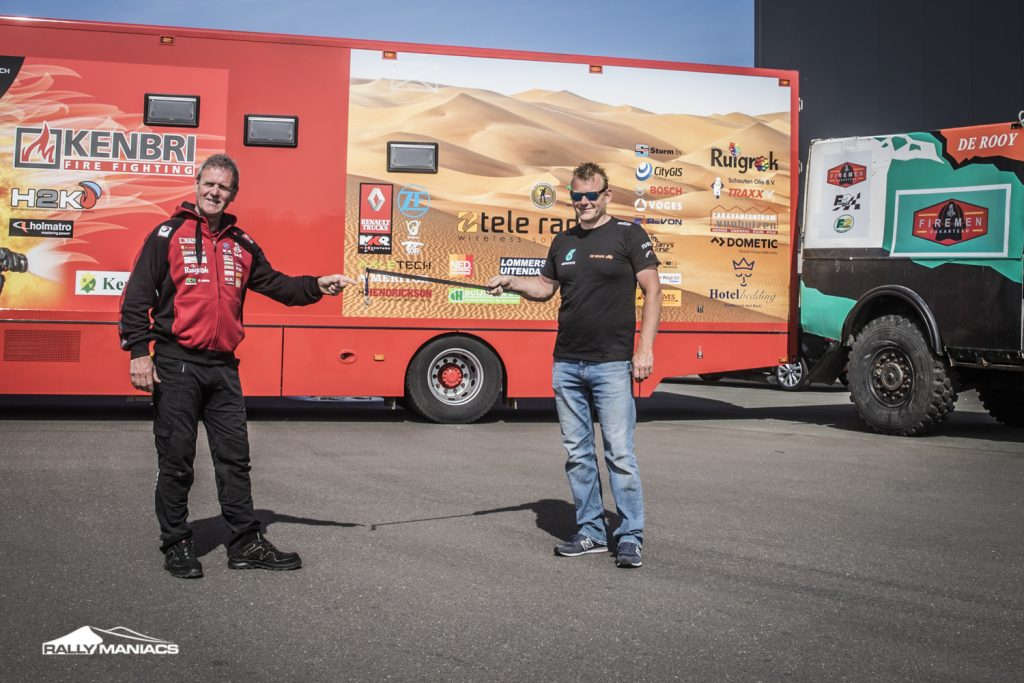 Firemen Dakar Team neemt truck over van Team de Rooy