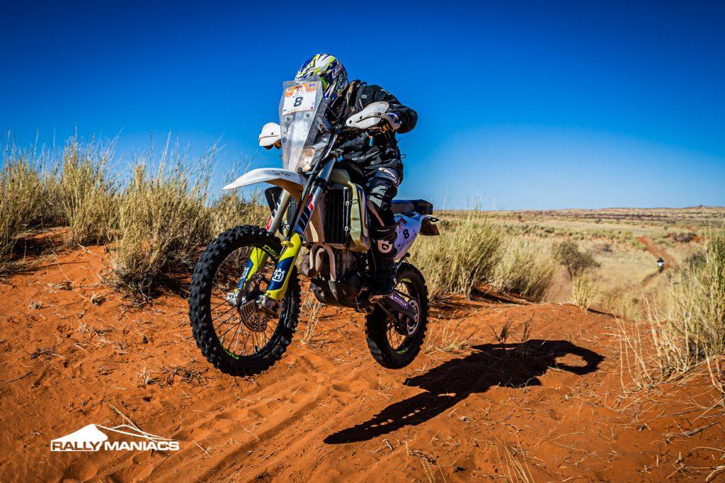 Kalahari Rally: Kelly pakt tijd terug op Moore, Marsh controleert bij de auto's